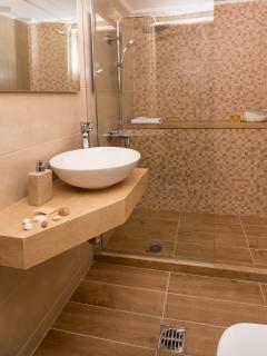 Avra Apartments, Levantes, bathroom