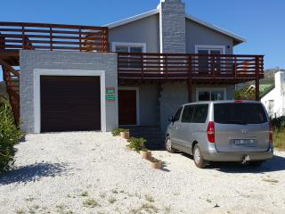 BEACH HOUSE WITH SEA AND MOUNTAIN VIEWS, Pringle Bay