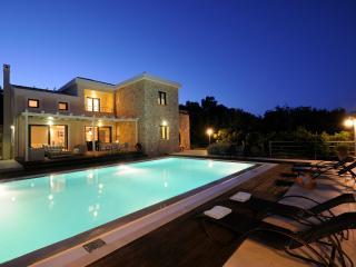 Villa Luxos, Agios Stefanos