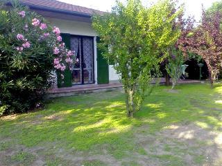 Bella villa al piano terra con giardino su 3 lati