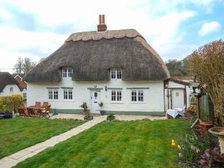 BOX HEDGE COTTAGE, Grade II listed thatched cottage, enclosed garden, Marlborough, Ref 923480