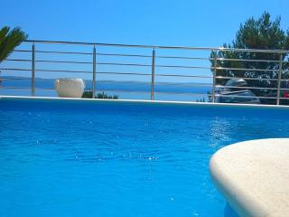 Villa Divina New Luxury Villa with outdoor Pool, Omis