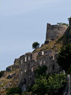Vista ruderi del castello dalla terrazza sud