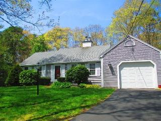 LOVELY Mid-Cape Vacation Home w/BEACH PASS !! 130878, Centerville