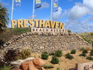Caravan to hire Presthaven sands beach resort, Prestatyn