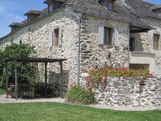 Maison de caractère avec piscine privée en Aveyron, Rieupeyroux