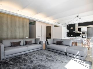 NEW bright apartment in Central Barcelona