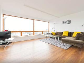 High-Rise Apartment - Incredible Views, Dublín
