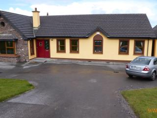 Large Beautiful Modern Holiday Let, Castlegregory