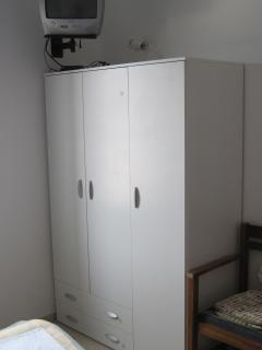 3 beds closet