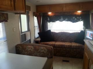 Affordable TX Hill Country Getaway Near Lake LBJ!, Kingsland