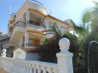 2 bed apartment overlooking Villamartin Plaza