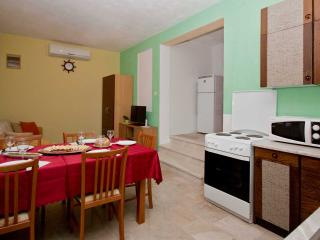 TH01950 Apartments Meri / Two bedroom ROGAČ, Vinisce