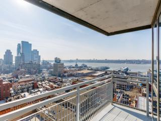Luxury 2 Bed Hi-Rise with Terrace & Great View, New York