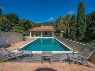 4 beds villa , 50m from a beach, Saint -Tropez, Le Rayol-Canadel
