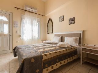 Budget studio in Chania town steps from beach, La Canea