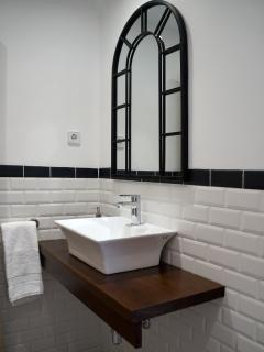 Apartamento PARÍS. Aseo ubicado en la planta de cocina comedor y sala de estar