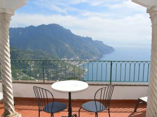 Amalfi Coast Apartment in Historic Home within Walking Distance to Ravello  - Palazzo Irina