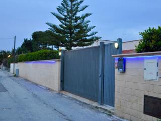 Villa Margeherita e una dependance ben rifinita con parcheggio all'interno .