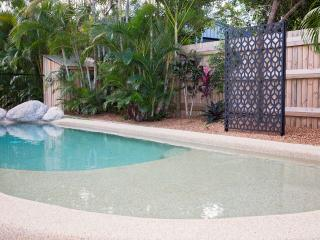 Gorgeous 2 Bedroom Beach House with your own Pool!, Wongaling Beach