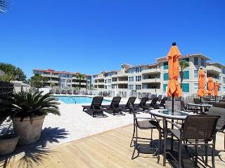 DeSoto Beach Club Condominiums - Unit 110 - Ocean Front - Panoramic Vistas of the Atlantic Ocean - Swimming Pool - FREE Wi-Fi, Isla de Tybee