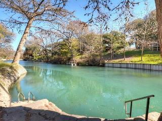 Waterfront Condo on the Comal River., New Braunfels