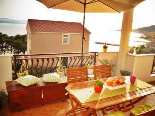 Sanya apartment near lovely beach