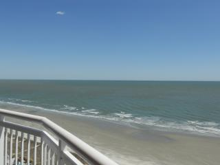 Affordable Direct Oceanfront Luxury in Cherry Grove, Noord Myrtle Beach