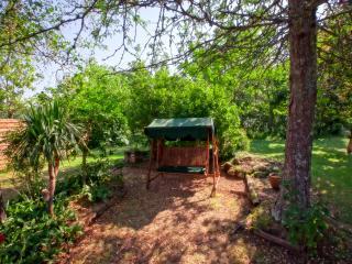 Dordogne Cottage near Sarlat with Heated Pool, Jacuzzi, Gym, Sauna, and Wi-Fi