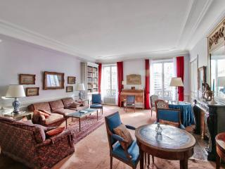 Authentic and luxury apt managed, Paris