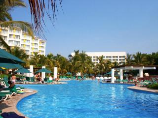 Mayan Palace Puerto Vallarta: 1-Bedroom Suite, Sleeps 4, with Kitchenette