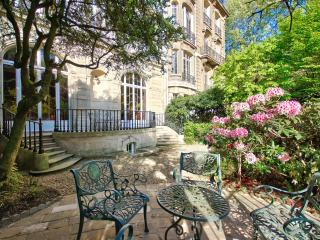 A garden in Paris - luxury