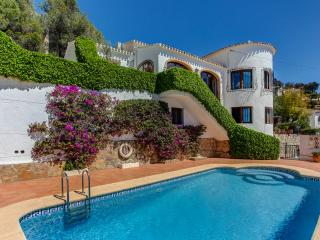 Villa Rafalet,4 Bedrooms 3 Bathrooms sleeps 8. Large terraces,pool, air con Wifi