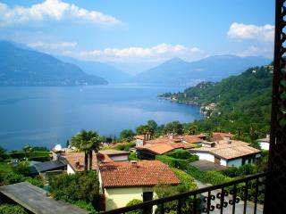 Studio with stunning lake view and private pool, Brezzo di Bedero