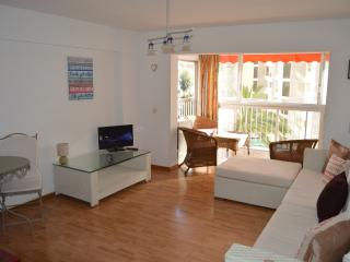 Benidorm Beach Apartment Sea & Beach Views & UK TV