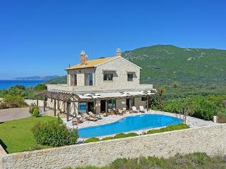 Villa Petrino Halikouna 300m from halikouna beach