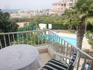 Seaview 1-bed.r Wi-Fi near LIDL and VENUS beach, Paphos