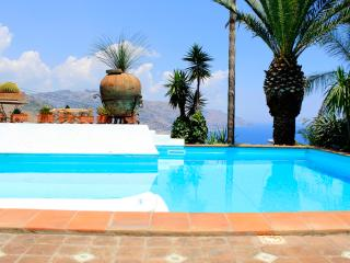 PANORAMIC APARTMENT with Terrace  Pool + View Taormina