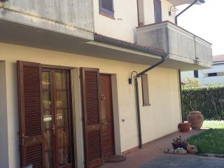 Appartamento piano terra con giardino, Calcinaia