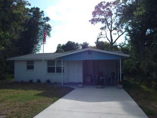 Charming house, walk to downtown, 3 mi to beach