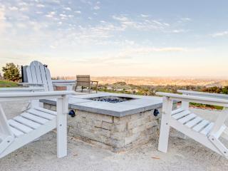 Illumination Ridge: luxury/modern/6 acres/central