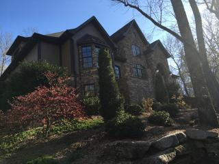 6 Bedroom/9 Bed Secluded Luxury Mountain Home, Marietta
