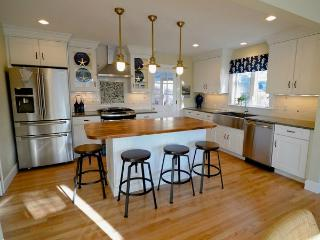 MAGNIFICENT beach cottage with water access, Provincetown