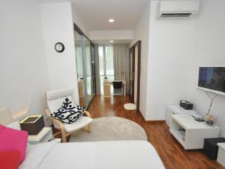 Suites master room w private bathroom near MRT