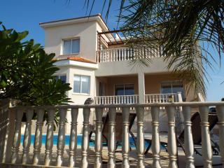 FREE CAR HIRE Detached villa with pool, Coral Bay, Peyia