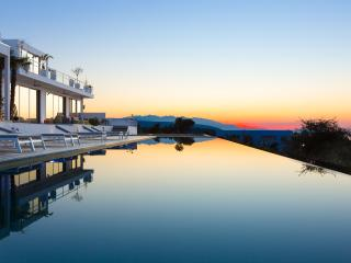 Villa Amnalys - An Exclusive Private Resort!, Rethymnon