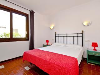 ROMA 3 / 6 PAX / AC / 1 MINUTE TO BEACH WITH POOL