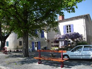 Room in Charming 13 century village house, Montdragon