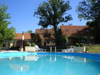 La Bergiade, 3 bedroom cottage with shared pool, Salviac