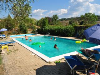 Home with 2 bedrooms shared pool & shared garden, Casole d'Elsa